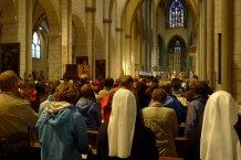 Gebet im Augsburger Dom