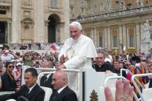Papst Benedikt XVI., Petersplatz